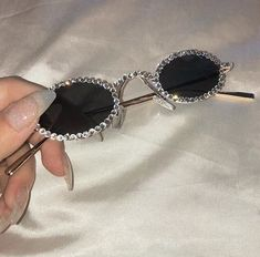 aesthetic, glasses, and alternative image - Lunettes Cute Sunglasses, Cat Eye Sunglasses, Round Sunglasses, Sunglasses Women, Vintage Sunglasses, Bling Bling, Cute Jewelry, Jewelry Accessories, Fashion Accessories