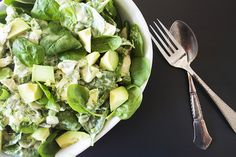 Avocadosalat med kylling, lime og spinat