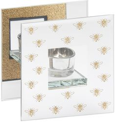 Стеклянный подсвечник с золотистым орнаментом в виде пчел добавит роскошный гламурный штрих в любое домашнее пространство. Этот необычный аксессуар можно купить на сайте Laura Ashley, как один из предметов удивительно милой коллекции товаров для дома BEE PICTURE. Горящая свеча в таком подсвечнике создает уютное и мягкое освещение, идеальное для романтической обстановки. Подсвечник, изготовленный и Gold Candles, Tea Light Candles, Tea Lights, Glass Tealight Candle Holders, Glass Tea Light Holders, Electric Wax Melt Burner, Thoughtful Christmas Gifts, Bee Design, Beautiful Lights