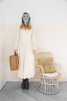 Vintage 1980s Cream Wrap Around Maxi Dress  par LaRobeDeMesReves, $96.00