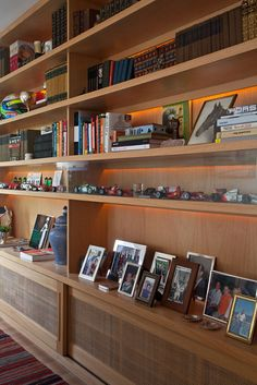 Ouriço Home Office, Office Tv, Storage Shelves, Shelf, Built Ins, Liquor Cabinet, Beach House, Bookcase, Sweet Home