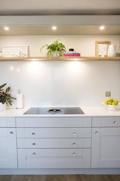 White Silestone quartz splashback with oak shelf, bora hob, shaker grey painted doors. Kitchen Projects, Cool Kitchens, Shaker Style Kitchens, Feng Shui Kitchen, Fresh Kitchen, Kitchen Mats Floor, Contemporary Kitchen, Bespoke Kitchen Design, Kitchen Fittings