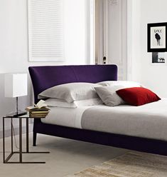 Febo, designed by Antonio Citterio for Maxalto, is a bed. The bed version of febo is available in six different sizes with an elegant, welcoming headboard enhanced by two cushions-backrests. Italian Furniture, Modern Furniture, Best Interior, Interior Design, Mirrored Side Tables, Headboard Designs, Small Tables, Headboards For Beds, Double Beds