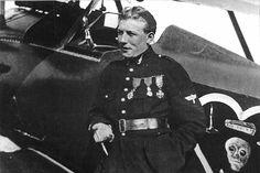 charles nungesser | Slt Charles Nungesser pose à côté du Nieuport 17 n° 1490 qui lui a ...
