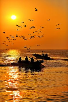 Fishing boat silhouettes against a bright orange sunset! Beautiful World, Beautiful Places, Beautiful Pictures, Amazing Places, Beautiful Sunrise, Jolie Photo, Belleza Natural, Silhouettes, Amazing Photography