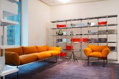 meuble salon design et canapé jaune Elisa conçu par Driade