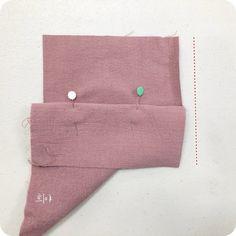 안쪽으로 꺾인 부분 오버록 하기 : 네이버 블로그 Sewing Hacks, Card Case, Continental Wallet, Diy And Crafts, Cards, Hacks, Dressmaking, Deco, Map