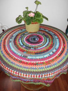 Leftover yarns to good use, again.