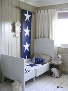 Esta home #behang #kinderkamer #kids. Blauwe ster.