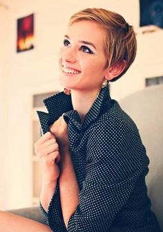 Short Pixie Cut.   Looking for a great new haircut for the new year?  This sleek pixie cut looks good with round faces.  Short hairstyles for round faces.