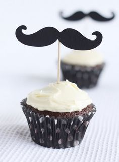 Father's Day Moustache Cupcakes - too cute!