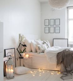 Ambience in the bedroom and a beautiful pile of pillows on the bed. The lanterns and the decorative light strip complete the look. Bedding Inspiration, Room Inspiration, Bedroom Makeover Before And After, Grey Bedroom With Pop Of Color, Aesthetic Rooms, Apartment Design, New Room, Dream Bedroom, Beautiful Interiors
