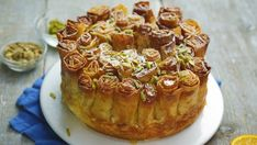 Recipe with video instructions: This filo marmalade pie looks super intricate but is actually really easy to create. Get ready to impress your friends! Ingredients: 1 pack filo pastry, 50g...