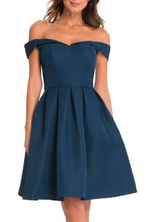 **Chi Chi London Petite Bue Bardot Dress                                                                                                                                                                                 Mais