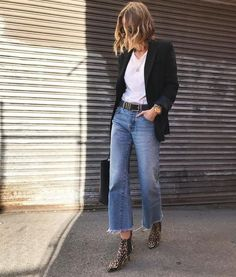 spring fashion, easy every day style, leopard booties, denim look, blazer with white tee and denim. Mode Outfits, Jean Outfits, Fall Outfits, Casual Outfits, Fashion Outfits, Jeans Fashion, Fashion Trends, Fashion Bloggers, Fashion Boots
