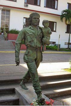 Estatua de 'Che Guevara y el niño de la revolución' por Casto Solano Marroyo, en…
