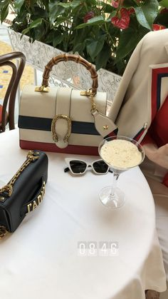 Look Fashion, Fashion Bags, Luxury Fashion, Chanel Beauty, Luxe Life, Insta Photo Ideas, Luxury Bags, Luxury Lifestyle, Cute Gifts