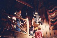 Best Vampire Movies, The Lost Boys 1987, Hanging Upside Down, Kiefer Sutherland, Merfolk, Pictures Of People, Little Sisters, Movie Stars, Movie Tv