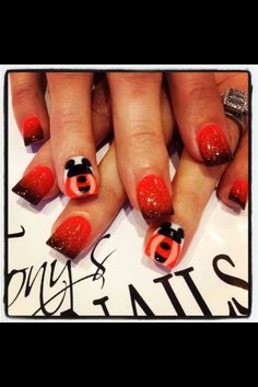 Disney nails for Halloween. Disney Halloween Nails, Disney Nails, Halloween Nail Designs, Cool Nail Designs, Holiday Nails, Holiday Fun, Trick R Treat, Disney Inspired Outfits, Disney Fun