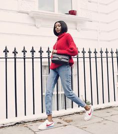 F rmula para a pregui a fashion tricot comfy jeans cl ssico e t nis it-girl - tricot-vermelho-calca-jeans-tenis-nike-cortez - nike cortez - meia esta o - inverno Red Sweater Outfit, Red Jumper, Nike Outfits, Sneakers Outfit Nike, Tennis Outfits, Nike Cortez Mujer, Estilo Hippie Chic, Estilo Jeans, Nike Clothes