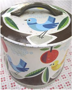 Bright mid century tin with birds Vintage Storage, Vintage Tins, Beach Toys, Tin Containers, Tin Boxes, Vintage Colors, Bird Feathers, Blue Bird, Vintage Christmas