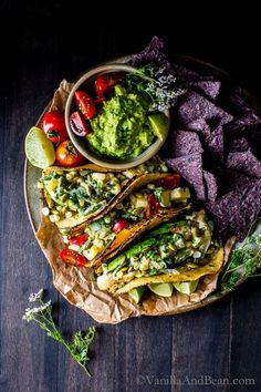 Packed with juicy summer veggies: Freezer Friendly Creamy Corn, Zucchini & Poblano Tacos Vegetarian Tacos, Vegetarian Recipes, Healthy Recipes, Healthy Tacos, Mexican Food Recipes, Whole Food Recipes, Cooking Recipes, Antipasto, Food Porn