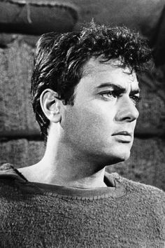 "Tony Curtis was a classic Hollywood star, with roles in such films as ""Some Like It Hot"" and ""The Defiant Ones,"" and romances with Marilyn Monroe and Janet Leigh. Hollywood Men, Hollywood Icons, Hollywood Celebrities, Hollywood Stars, Classic Hollywood, Vintage Movie Stars, Old Movie Stars, Classic Movie Stars, Classic Films"