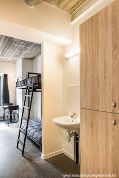 Visiter Charleroi et loger à l'Auberge de Jeunesse Visit Charleroi and stay at the youth hostel Alcove, Bathtub, Black, Youth, Standing Bath, Bathtubs, Black People, Bath Tube, Bath Tub