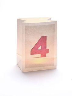 Die Zahl '4' auf einer #Windlicht Tüte! Wunderbar als alternative #Hausnummer geeignet, in der Dämmerung und bei Nacht, oder für den #Geburtstag, kombiniert mit einem anderen Windlicht mit aufgedruckter #Zahl! #vier #four