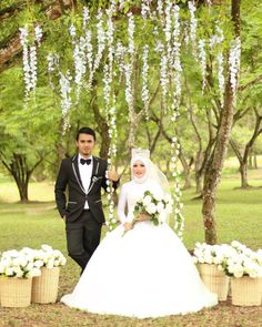 Dheny  Yani  Thanks to makeup @adela.haddad  #bride #bridal #wedding #prewedding #pekanbaru #whiteplanner #ampicturesnew #hijab #hijabstyle #mua #makeup by ampicturesnew