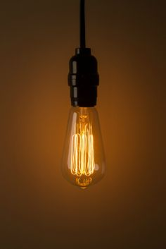 Thomas Edison would feel at home in the warm glow of these pendant light bulbs. & Amazon.com - Edison Bulb by Deneve - Deluxe - 6 Pack - Thomas ... azcodes.com