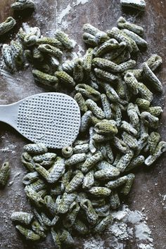 How to Use Kitchen Tools to Make Pasta Gnocchi Recipes, Pasta Recipes, Dried Mushrooms, Stuffed Mushrooms, Baby Pasta, Pasta Shapes, Best Dishes, Main Dishes, Fresh Pasta