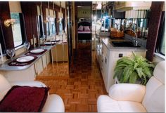 Amazing Tour Bus Camper Ideas - Todosobre - Travel And Enjoy Living Bus Camper, Campers, School Bus Rv Conversion, School Bus House, Converted Bus, Van Conversion Interior, Bus Living, Large Baths, Double Decker Bus
