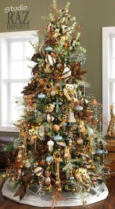 Love the combination of greens, blues, & browns on this tree! #christmastree