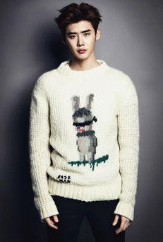 "Debonair Lee Jong Suk enchants in April issue of ""Esquire"" Lee Jong Suk Cute, Lee Jung Suk, Lee Seung Gi, Park Hae Jin, Park Seo Joon, Park Shin Hye, Suwon, Lee Joon, Korean Celebrities"