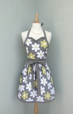 Flirty Sweetheart Apron in Lil Plain Jane Daisy by bernicesdesigns, $33.00
