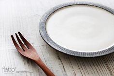shiro-kuro 6寸皿(縁黒)/作家「トキノハ」/和食器通販セレクトショップ「flatto」#トキノハ #和食器