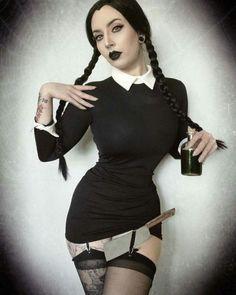 Character: Wednesday Addams / From: 'The Addams Family' / Cosplayer: Amy Shredder (aka Shredder Von Frankenstein Goth Beauty, Dark Beauty, Chica Punk, Hot Goth Girls, Goth Women, Vin Diesel, Diesel Punk, Gothic Steampunk, Steampunk Clothing