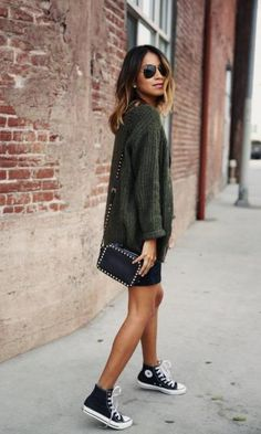 Street Style // Julie Sarinana of Sincerely Jules in a cute casual knit with a black mini skirt and Converse high-tops. Converse Haute, Converse Noir, Converse Sneakers, Mode Outfits, Casual Outfits, Casual Dressy, Comfy Casual, Casual Bags, Casual Chic