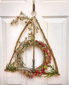 Here's a quick craft I left out of my Party posts, but I think you guys might like: I made a Deathly Hallows wreath! Fun Craft, Crafty Craft, Crafting, Christmas Fun, Holiday Fun, Christmas Decorations, Quick Crafts, Diy And Crafts, Holiday Crafts