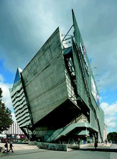 The Urban Design Concept:The urban design concept of the UFA Cinema Center confronts the issue of public space, which is currently endangered in European cit...
