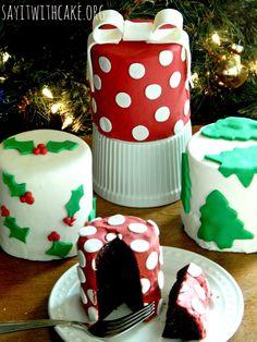 Christmas Mini Cakes | www.sayitwithcake.org