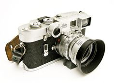 Leica My favorite rangefinder. Leica My favorite rangefinder. Rangefinder Camera, Leica Camera, Camera Gear, Film Camera, 35mm Film, Antique Cameras, Old Cameras, Vintage Cameras, Dslr Photography Tips