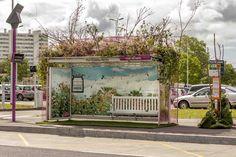 A Nantes, des abribus sont transformés en incroyables créations florales
