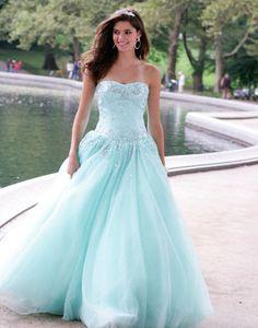 robe de mariée bleue princesse ça ressemble un peu à La Reine des Neiges