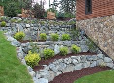 39 Ideas landscaping front yard with rocks houses retaining walls - Landschaftsbau Vorgarten Sloped Backyard Landscaping, Sloped Yard, Landscaping Retaining Walls, Backyard Fences, Landscaping With Rocks, Backyard Pavers, Garden Retaining Walls, Landscaping Ideas, Terraced Landscaping