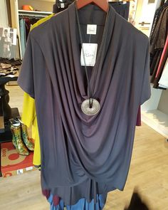NewArrivals #Et'Lois gorgeous easy wear top style with comfort. #Okotoks #boutique #style  www.jazmineharbour.ca Elizabeth Street, Easy Wear, Boutique, Tunic Tops, News, How To Wear, Style, Women, Fashion