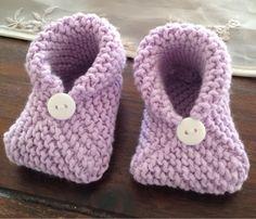 Her kommer oppskriften Owl Knitting Pattern, Knit Slippers Free Pattern, Easy Scarf Knitting Patterns, Baby Booties Knitting Pattern, Baby Shoes Pattern, Knit Baby Booties, Booties Crochet, Knitted Slippers, Baby Boots