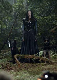 Hansel & Gretel: Witch Hunters - Famke Janssen ... Muriel