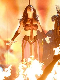 Katy Perry 2014 Grammys KATY PERRY IS THE DARK HORSE